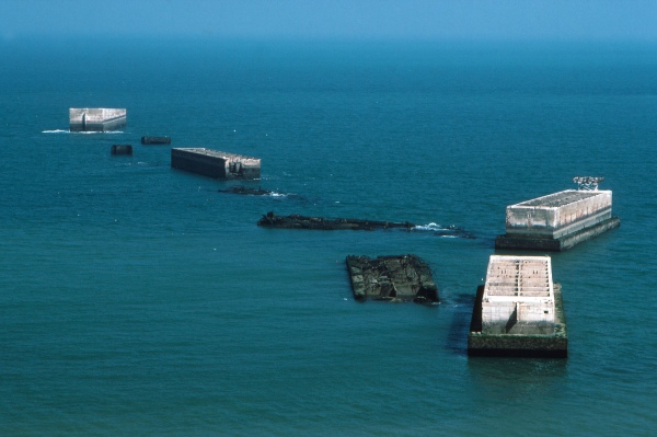 Arromanches_Mulberry-Harbour_Phoenix-Elements_1_90